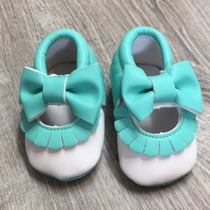 Other - Aqua bow fringe Moccasin booties